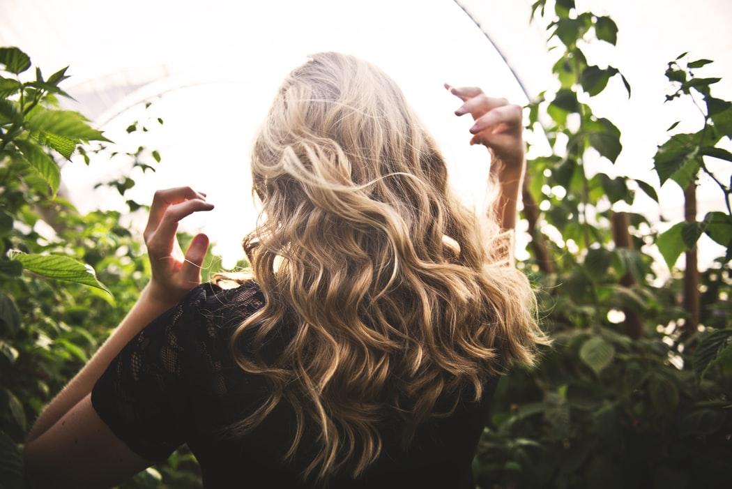 Que faire pour réparer les cheveux secs?